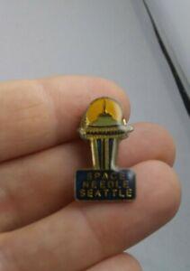 Vintage-Seattle-Space-Needle-Travel-Souvenir-pin-button-pinback-ee4