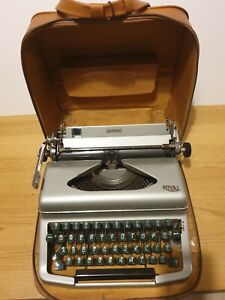 DIANA ROYAL TYPEWRITER  WITH ORIGINAL LEATHER CARRY CASE
