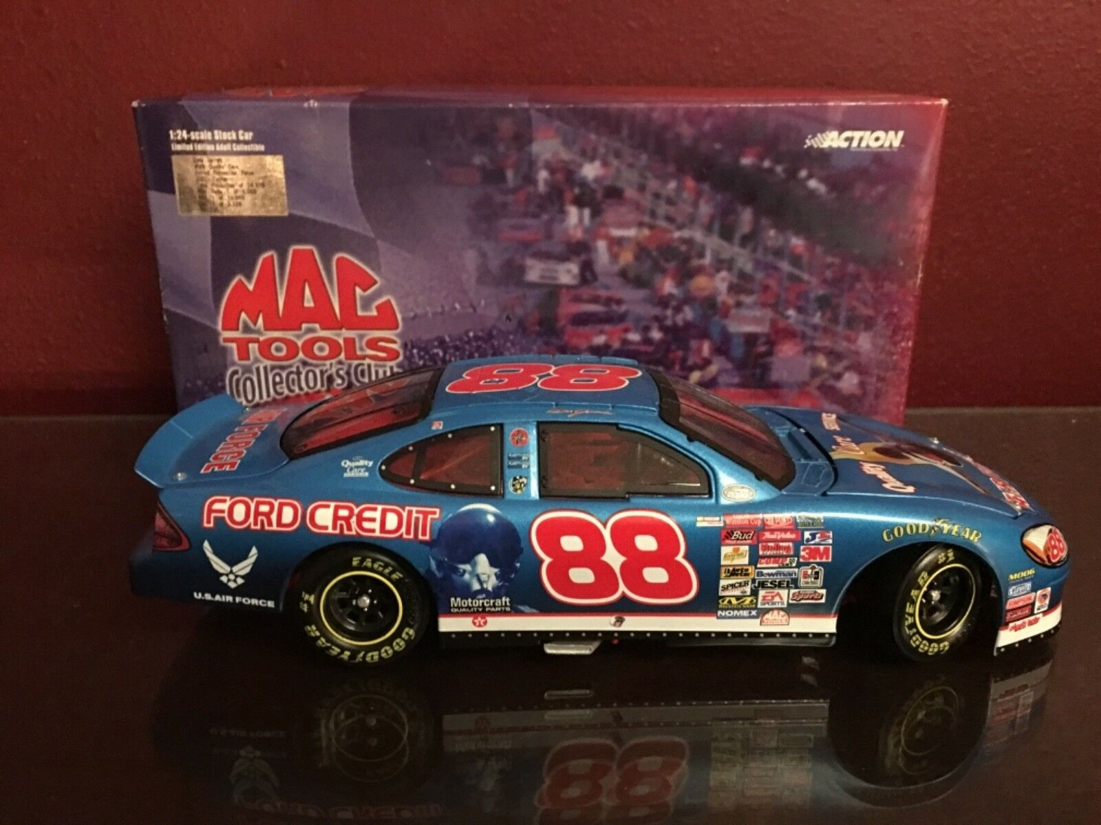 Action  88 Dale Jarrett, Mac Tools COLLECTOR'S CLUB AIR FORCE 2000 FORD Taurus