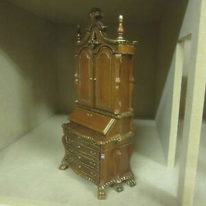 Dolls-House-Quality-Furniture-Chippendale-Sectretary-cabinet-8106-01