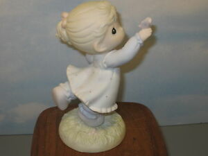 Precious-Moments-Happiness-is-At-Our-Fingertips-MIB-529931-1992
