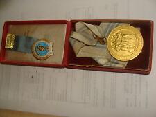 Internat.Sportwettkämpfe  Warschau1955 Goldmedaille u. Teilnehmer Abzeichen  oVP