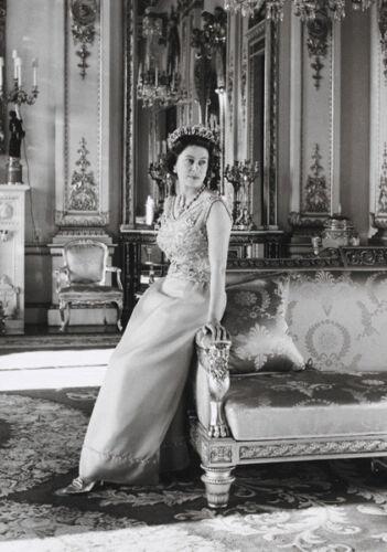 Queen Elizabeth II UNSIGNED photo NEW IMAGE!!!!! K5721