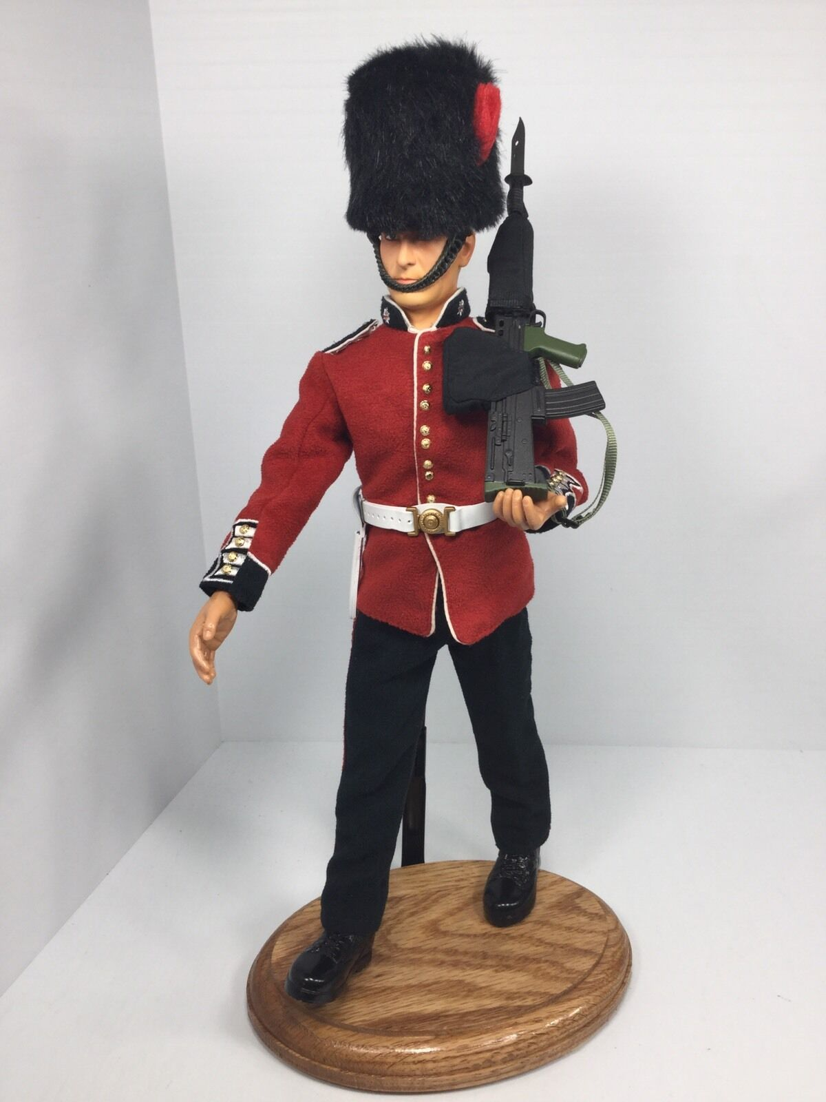 1 6 DRAGON BRITISH COLDSTREAM GUARDS BUCKINGHAM PALACE BULLPUP+OAK STAND BBI