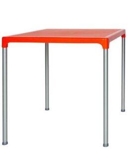 Tabla-al-aire-libre-de-75x75x75-en-aluminio-y-polietileno-naranja-RS8737