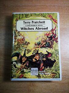 TERRY-PRATCHETT-039-039-WITCHES-ABROAD-039-039-8-audio-cassetttes-A-DISCWORLD-NOVEL