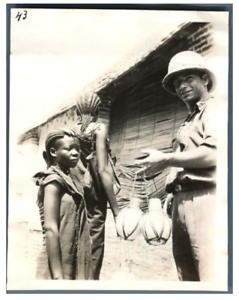 Tchad-Fort-Lamy-Ndjamena-Piombo-achete-des-oeufs-d-039-autruches-Vintage-s