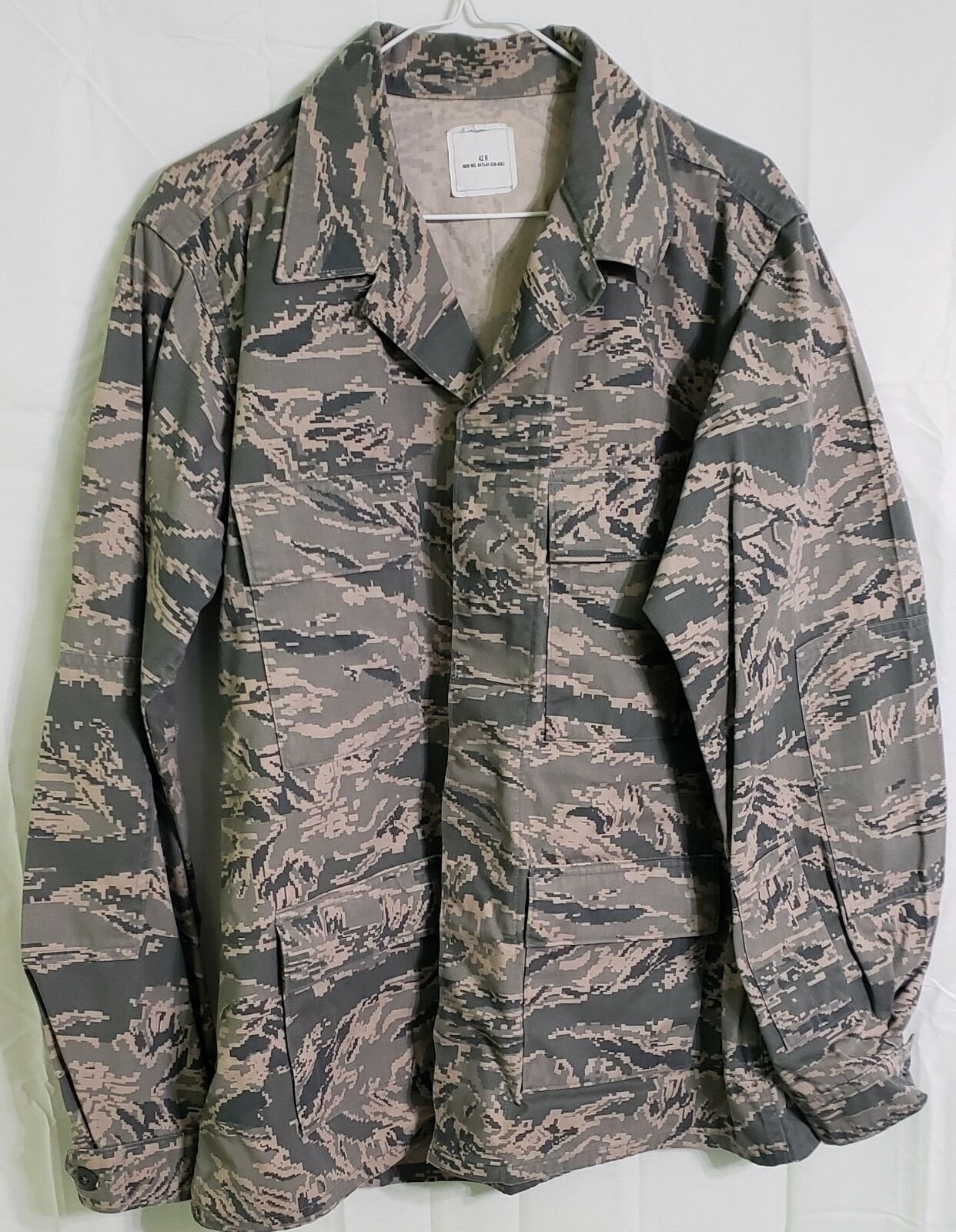 Coat, Man's Utility, Air Force Camouflage pattern 8415-01-536-4583 (42R)