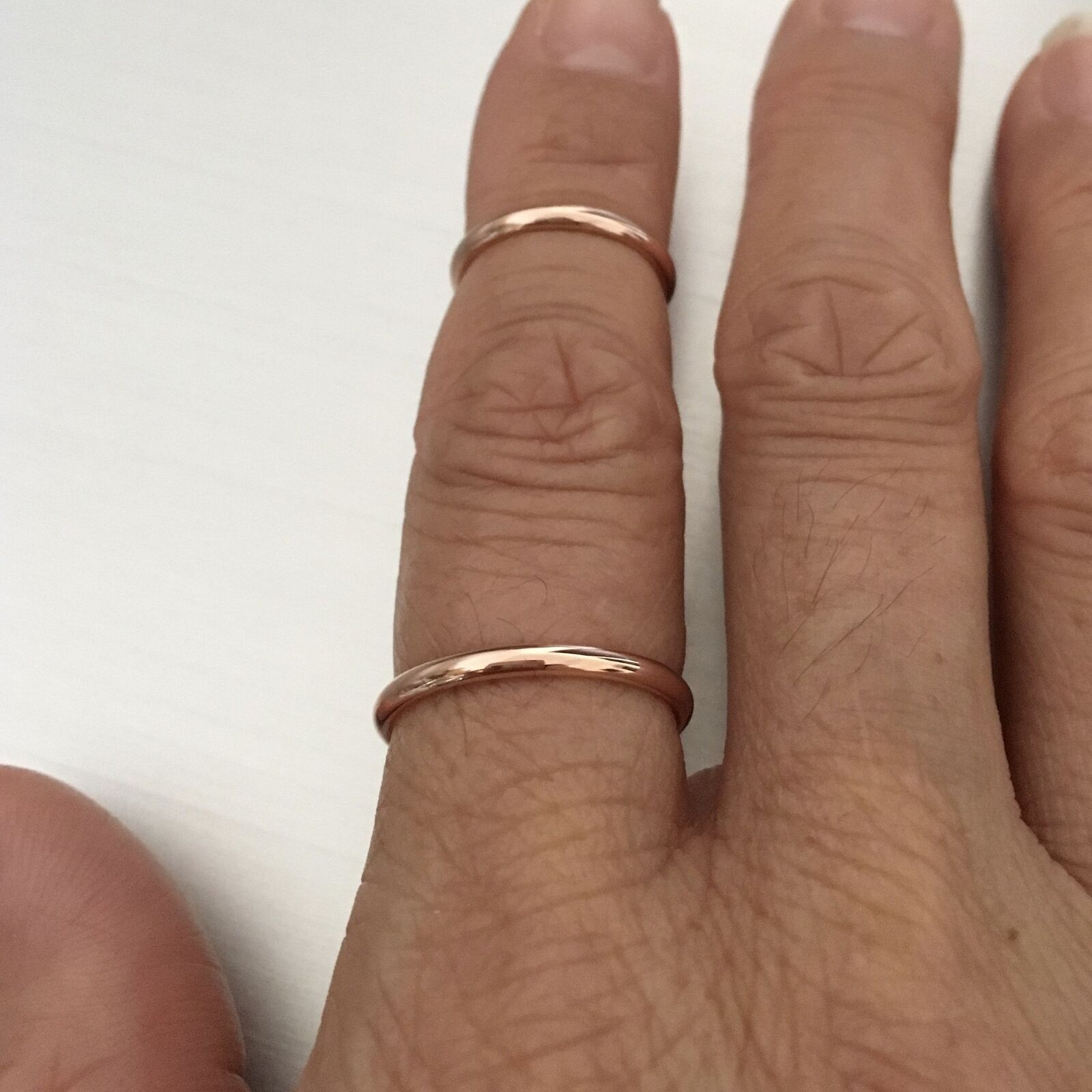 Sterling Silver Woman/'s Rolling Rose Yellow Gold Tone Ring Band 2mm Sizes 5-12