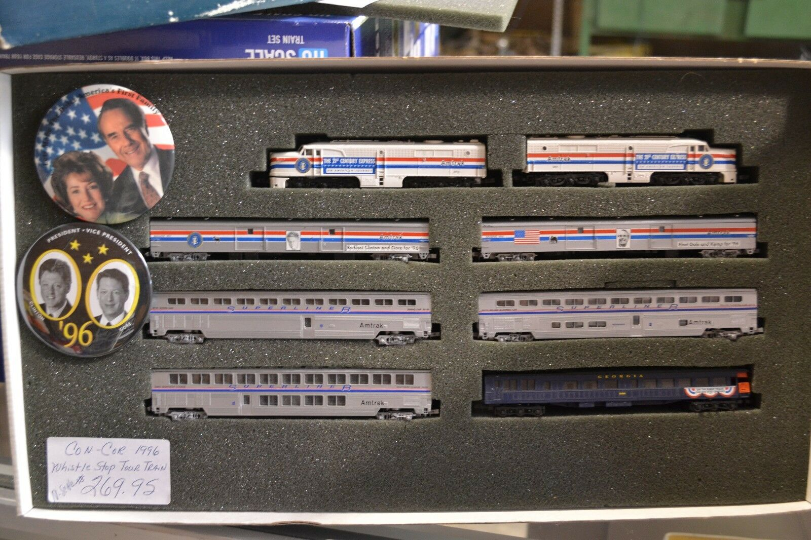 N Con-Cor  Whistle Stop    Tour Train for 1996 Election, with buttons 1-8521 - NEW d2b9de