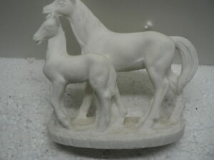 Horse-Mare-and-Foal-Ornament-Statue-Sculpture-Figurine-Believed-To-be-Soap-Stone