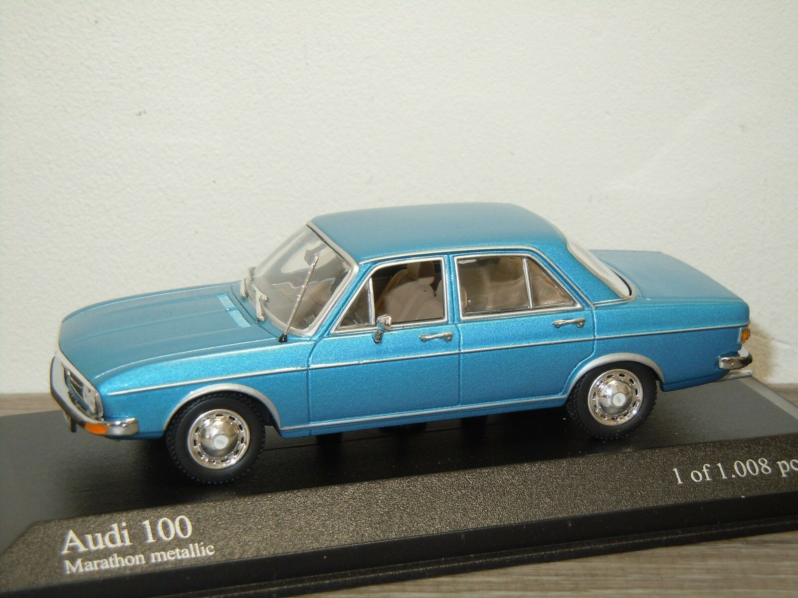 Audi 100 salon 1969  75 - minichamps 1 43 in kasten  34173