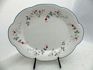 """Pfaltzgraff Winterberry pattern - 10 3/4"""" Oval Serving Platter - USA - EUC"""
