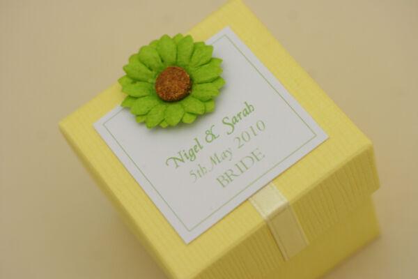 1 X Handmade Personalizzata Giallo & Daisy Favore Box-qualsiasi Qtà Qualsiasi Design Ampie Varietà