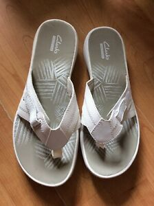 Ladies ODDS White Clarks Flip Flops