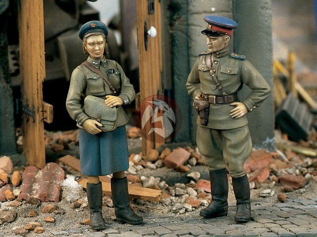 Verlinden 1 35 Soviet Russian Female and Male Officers WWII (2 Figures) 905