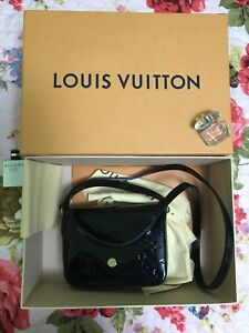 Louis-Vuitton-M90283-Vernis-Sac-Lucie-Shoulder-Bag-Noir