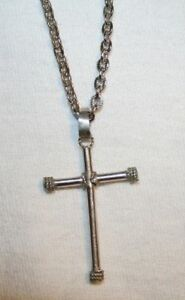 Handsome-Wire-Wound-Beaded-Silvertone-Cross-Necklace