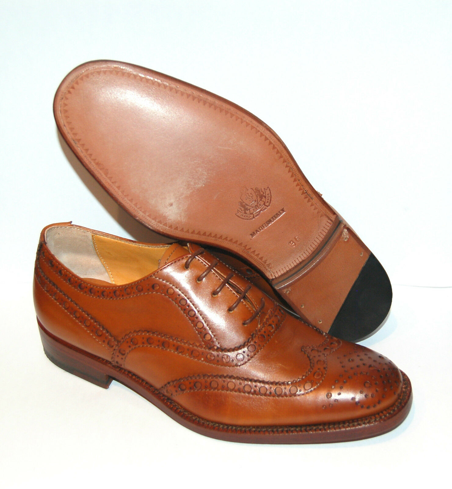 WOMAN - 40 - WINGTIP OXFORD W  PERF & MED - BOMBAY TAN CALF - LEATHER SOLE