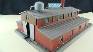 Gebaeude-Spur-N-Werkhalle-GE759-Gebauter-Bausatz-Gebraucht