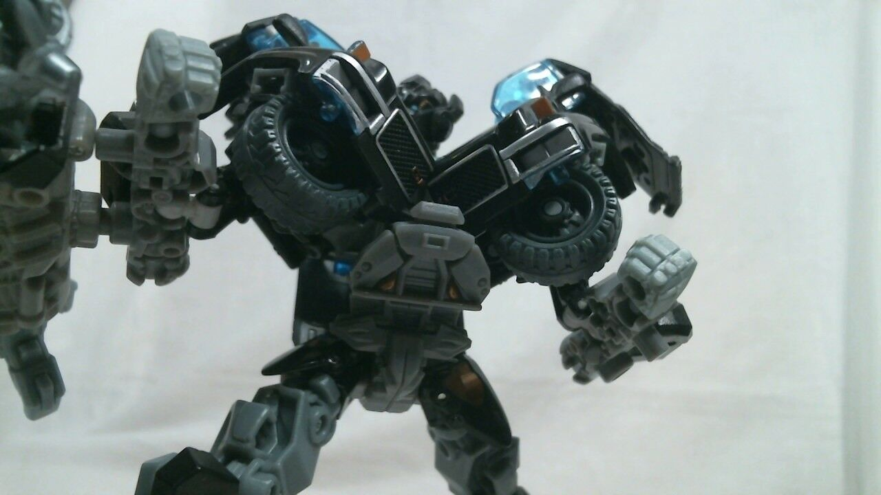 Hasbro Transformers 2011 Dark of the Moon Voyager Class Ironhide (Complete)