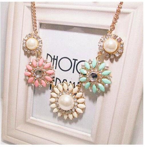 Hot New Fashion Charm Color Resin Rhinestone Flower Shape Collar Bib Necklace