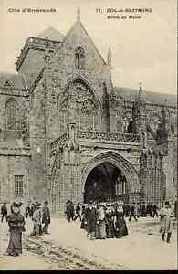 35-cpa-DOL-de-Bretagne-Sortie-de-Messe