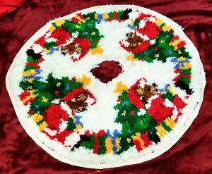 "Vtg Handmade Dancing Santa Bears w Presents Rug Yarn Christmas Tree Skirt 34"""