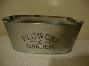FLOWERS-amp-GARDEN-new-country-tin-container