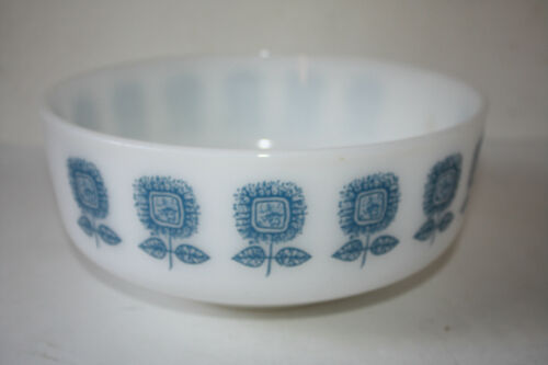 MID-CENTURY FEDERAL GLASS BLUE SUNFLOWER 3 1/2qt. SERVING BOWL MILK GLASS EUC