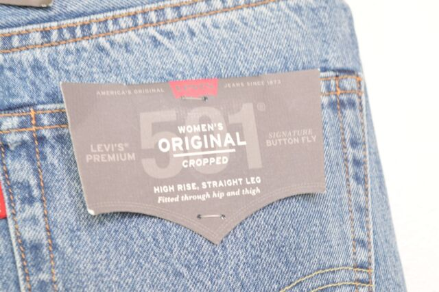 58816ad7 Levis Womens 501 Jeans 26x28 Button Fly Straight Leg Selvedge Classic Crop  for sale online | eBay