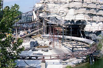 Workers on Exterior Big Thunder Mountain DISNEY WORLD CONSTRUCTION 8x10 PHOTO