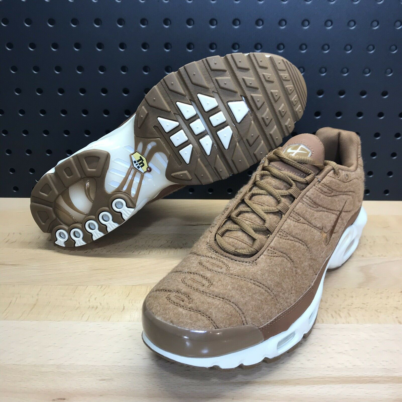 Nike Air Max Plus TN Quilted Ale Brown Wheat Men's Size 8.5