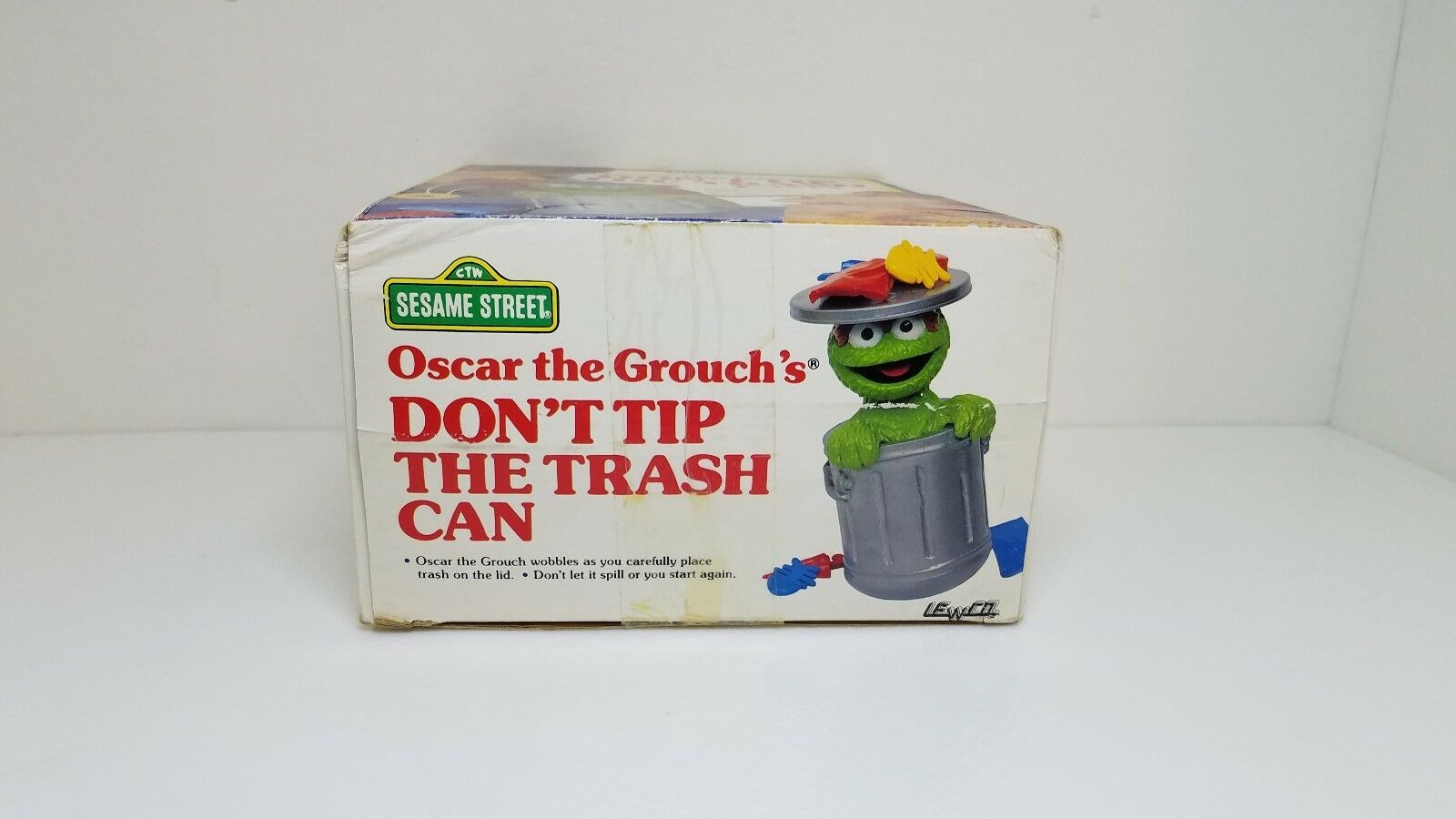 Vintage Oscar the Grouch Game Game Game Tipping Trash Can & Pieces 1988 Lewco Co Toy dca0dd