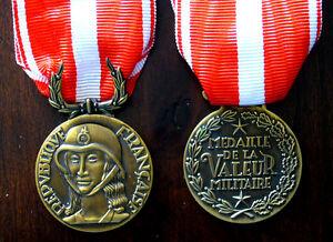 Medaille-de-la-valeur-Militaire-1er-Type-avec-Ruban-Refrappe-haute-qualite