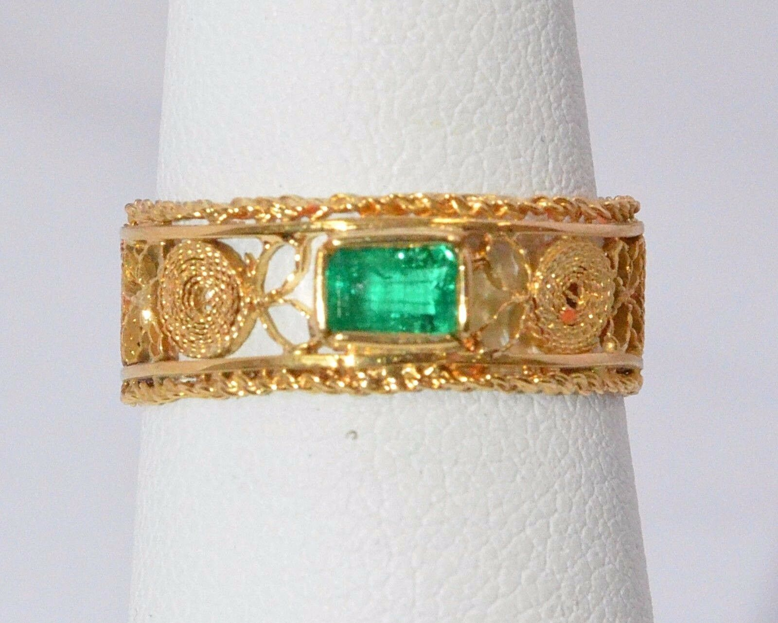 2516- 18K YELLOW gold WITH EMERALD 2.80 GRAMS SZ 6 1 2RING