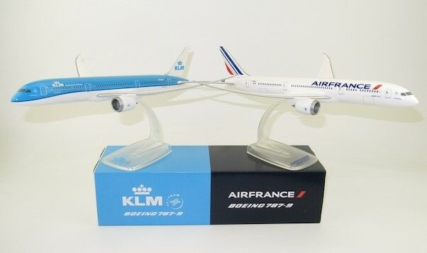 B 787-9  KLM PH-BHC AIR FRANCE F-HRBA  Lot of 2 snap fit models 30 cms long