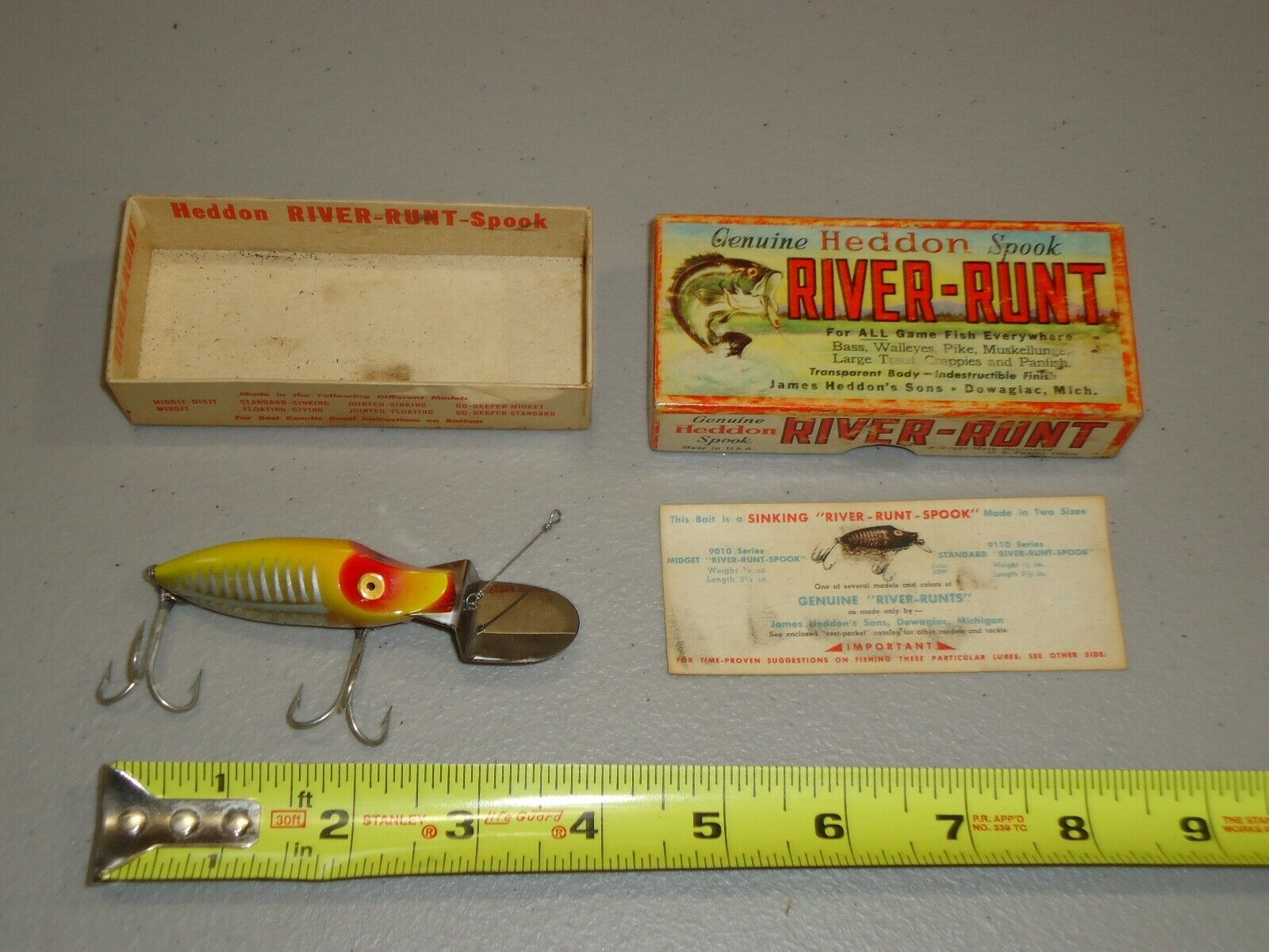 VINTAGE NICE Heddon RIVER RUNT SPOOK   Deep Fishing Lure in Box, YELLOW RED CLEAR  good price