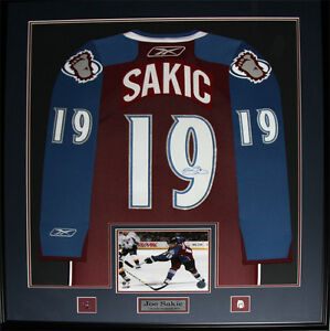 quality design 13acc 1dd0e Details about Joe Sakic Colorado Avalanche Signed jersey NHL Hockey  Collector Frame