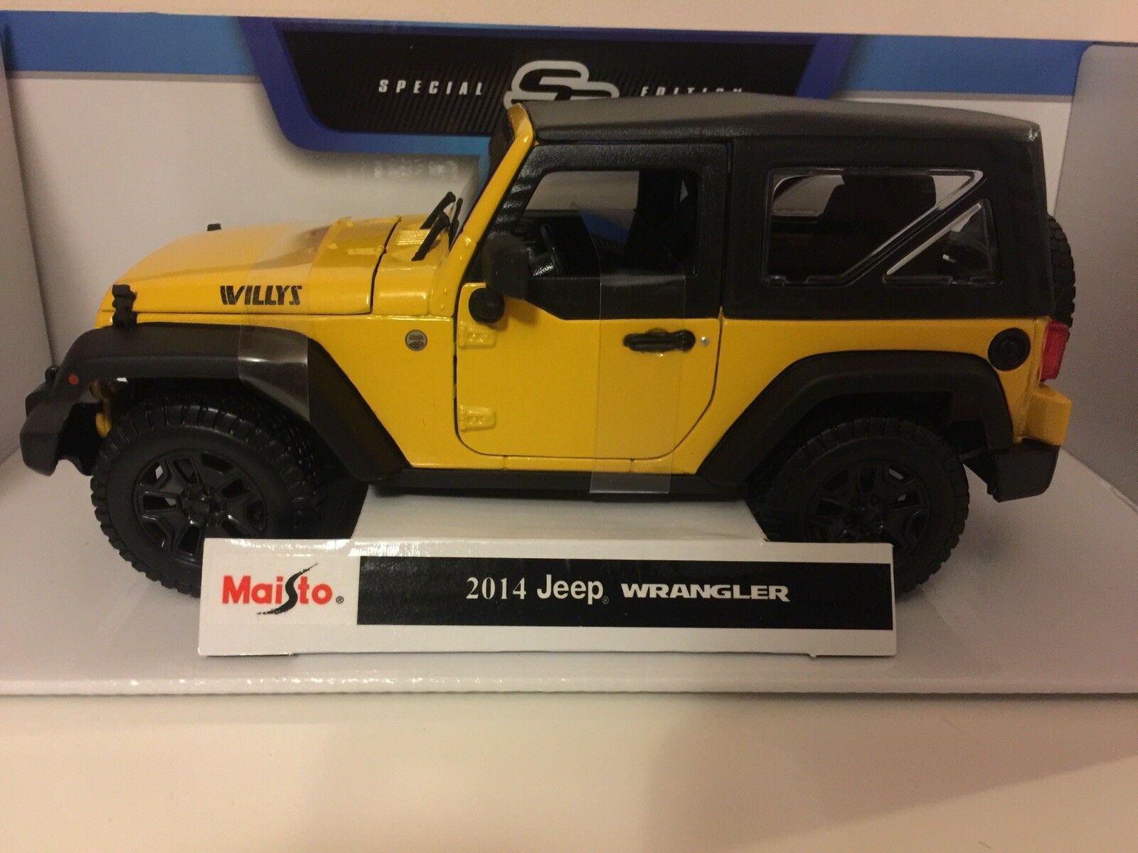 1 18 Jeep Wrangler Willy's Congreenible American Off Road 4x4 1 18 YELLOW