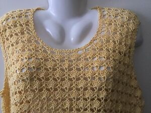 Vintage-1960s-crocheted-Yellow-sleeveless-shirt-top-blouse-size-Medium-loose-fit