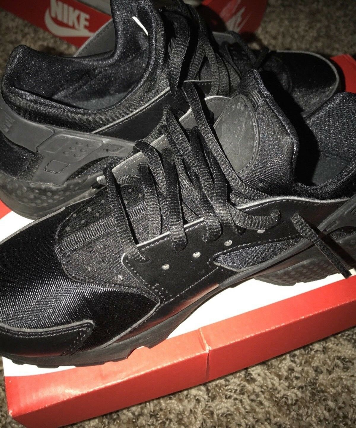NIKE WOMEN AIR HUARACHE RUN IN BLACK SIZE 8 . GREAT CONDITION BASICALLY NEW ONLY Seasonal clearance sale