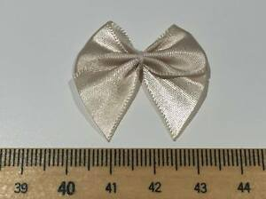 CLEARANCE SALE SPECIAL OFFER 30 VINTAGE CREAM SATIN BOWS 99p