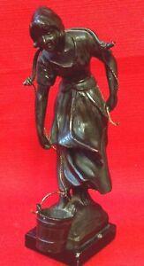Antique-19th-Siecle-Francais-Bronze-figure-of-a-Breton-fille-sur-une-ardoise-Base-17-cm