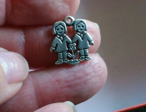 JAMES AVERY  Two Sisters Charm