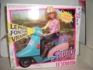 VINTAGE-1984-SINDY-SCOOTER-WITH-ORIGINAL-BOX