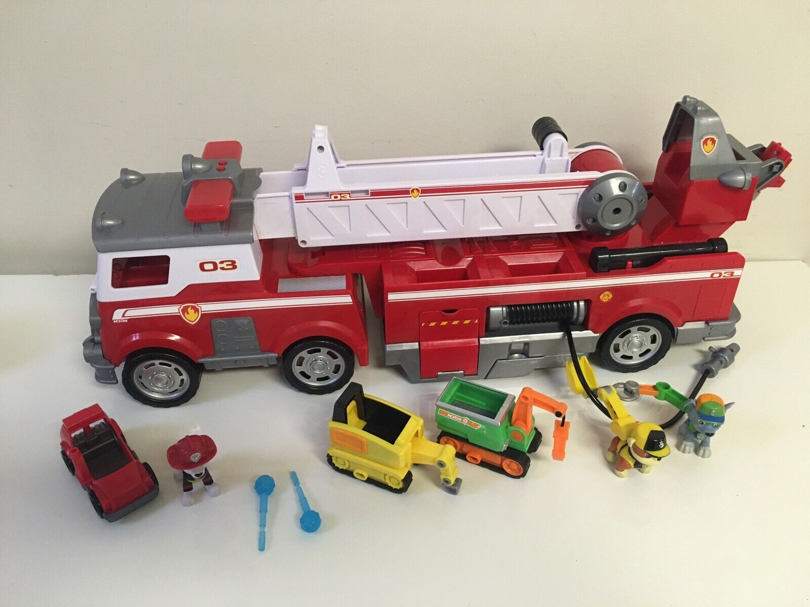 PAW Patrol Ultimate Rescue Fire Truck With Extendable Playset Lot Rubble Rocky