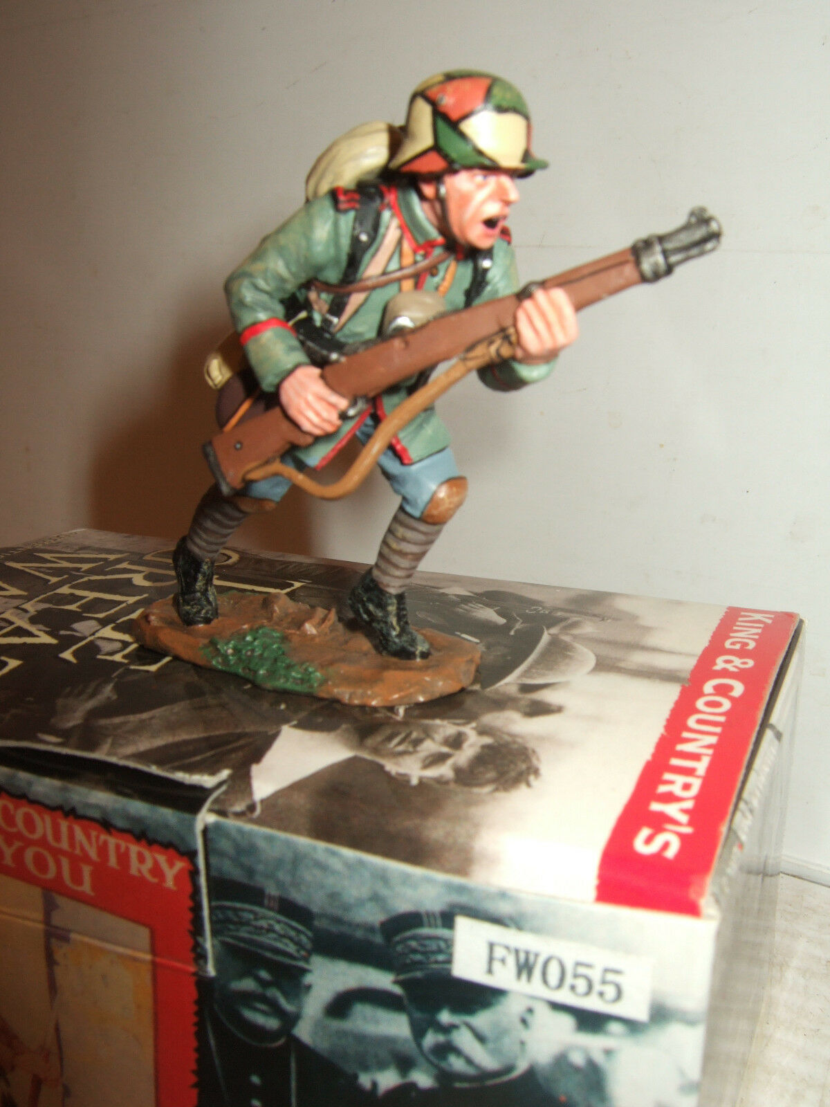 King and Country FW055 German Infantry soldier advances with Rifle  1 30 Scale