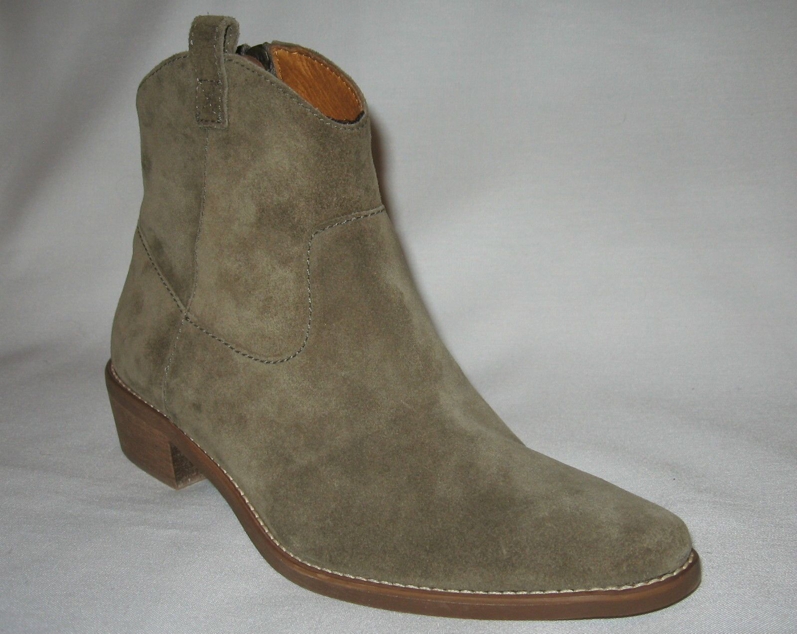 MADEWELL BRAND NEW (NIB) WOMEN'S SUEDE LOW COWBOY BOOTRetail  198+Tax