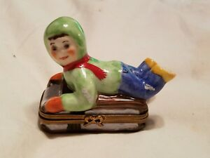 Arquie limoges peint mein #12 signed christmas baby child trinket box